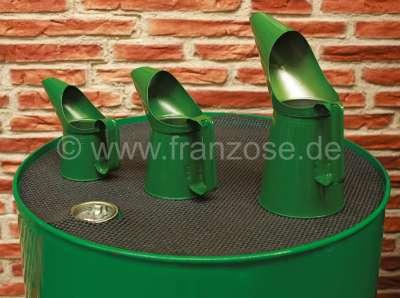 Citroen-2CV Ölkannen Set aus Blech (3 Stück). Farbe: grün. Fassungsvermögen: 1/2 Pint (0,28 Liter). 1