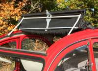 2CV, Rolldach, Umbausatz, um Rolldächer von Außenverschluß auf Innenverschluß umzubauen. Bestehend aus: 1x Rolldachbügel mit Scharnier, 2x Rolldachverschluss innen. Für die Umrüstung ist ein innen verschließbares Rolldach nötig, dass in der vorderen Traverse die Bolzen für die Verbindung mit dem Klappbügel hat. -1 - 17090 - Der Franzose