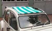 2CV, Sonnensegel grün-hellgrün gestreift. Das Segel wird bei geöffneten Dach eingespannt! Die Ummantelung der mittleren Dachstrebe muss demontiert werden! Passend für Citroen 2CV. | 18411 | Der Franzose - www.franzose.de