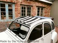 2CV, Sonnensegel schwarz-weiß gestreift. Das Segel wird bei geöffneten Dach eingespannt! Die Ummantelung der mittleren Dachstrebe muss demontiert werden! Passend für Citroen 2CV. | 18250 | Der Franzose - www.franzose.de