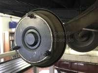 Fettkappe hinten, Kunststoff, für Citroen 2CV + DS. Abdeckung für das Radlager, hinten in der Bremstrommel. Achtung: Es gibt Ringmuttern mit verschiedenen Innendurchmessern. Evtl. muss die Fettkappe einmal mit Isolierband umwickelt werden, damit sie straff in der Ringmutter sitzt! -1 - 12044 - Der Franzose