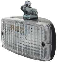 Rückfahrscheinwerfer Nachbau (Hella). Das Gehäuse ist aus Kunststoff. Breite 140mm, Höhe 70mm. Der Scheinwerfer ist für eine nachträgliche Montage unterhalb der Stoßstange! Er kann nicht als Ersatz für die originalen Rückfahrleuchten beim R4 genutzt werden! Fassung für die Glühbirne: Ba15s. Maximal 21Watt. (Unsere Nummer 14035 + 14045). - 14051 - Der Franzose