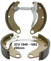 Bremsbacken vorne. Passend für Citroen 2CV, von Baujahr 06/1952 bis 1982. (Fahrzeuge mit Trommelbremse an der Vorderachse). Belagbreite ca. 35mm. 200mm Durchmesser. | 13005 | Der Franzose - www.franzose.de