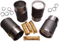 Kolben + Zylinder (4 Stück), passend für Citroen DS21, DS21 IE, ID21 IE Break, D SUPER 5. Motor: 21N /DX /VX2 /VX 3 Inject. Hubraum: 2175ccm. Bohrung: 90mm. Kolbenringe: 2,0mm + 2,0mm + 5,0mm. Kolbenbolzen: 25 x 74mm. Aussendurchmesser unten: 97mm. Aussendurchmesser oben: 107,0mm. Höhe gesamt: 165,1mm. | 30038 | Der Franzose - www.franzose.de