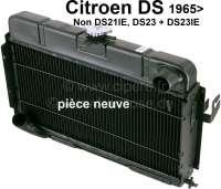 Kühler, Neuteil. Passend für Citroen DS (außer DS21IE, DS23 + DS23IE), ab Baujahr 1965. Der Kühler ist 3 reihig, anstatt original mit 2 Reihen Kühlernetz (Aluminium-Rippenrohr-Netz, mit Kupferwaben). Dadurch ergibt sich eine wesentlich bessere Kühlung. Or. Nr. 1D50040135T. Eine Altteil Rückgabe ist nicht erforderlich! - 32250 - Der Franzose