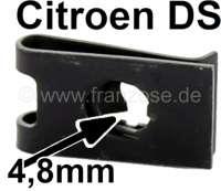 Aufschiebe Blechmutter (4,8mm), für die Befestigung der Wagenfront. Passend für Citroen DS. Abmessung: 20 x 12 x 2,6mm. Or. Nr. ZC9615745U - 37238 - Der Franzose
