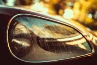 Scheinwerfer Zierleiste links, aus Kunststoff. Passend für Citroen DS, ab Baujahr 1968 (neue Front). Die Zierleiste wird ohne Verbindungsklammer geliefert. Or. Nr. DX541-34C -1 - 35602 - Der Franzose