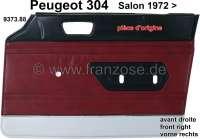 P 304, Türverkleidung vorne rechts. Farbe: Kunstleder dunkelrot, unten silber abgesetzt (Rouge 3306). Passend für Peugeot 304 (Limousine), ab Salon 1972. Original Peugeot, kein Nachbau. Or. Nr. 9373.88 | 78217 | Der Franzose - www.franzose.de