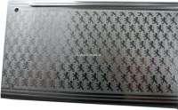 P 403, Schwellerzierblech vorne links. Das Blech ist sichtbar, wenn die Tür geöffnet ist. Super seltene originale Ausführung, mit ca. 1000 kleinen Löwen die auf dem Blech eloxiert sind. Peugeot NOS, Or. Nr. 907012 - 78064 - Der Franzose