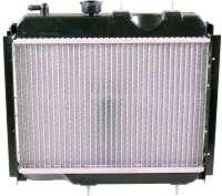 R4, Kühler 2 Ausführung (Original Zulieferer). Passend für Renault R4 + R6. Verbaut von 1973 bis 1986, bei Motoren Typ Billancourt. Der Kühler sitzt direkt vor dem Motorblock. Tiefe 50mm, Breite 395mm, Höhe 340mm. Der Kühler wird ohne Kühlerdeckel geliefert. Bitte mitbestellen (82993) -1 - 82049 - Der Franzose