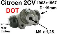 Wheel brake cylinder rear, brake system DOT. Suitable for Citroen 2CV, of year of construction 1963 to 1967. Piston diameter: 19mm. Brake line connector: M9 x 1,25. Made in Europe. - 13081 - Der Franzose