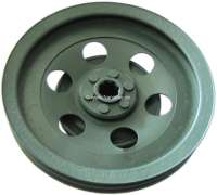 Belt pulley in front, suitable for Citroen DS, starting from year of construction 1965. It is a used belt pulley, which is sandblast and painted. It is again balanced. Internal teeth are not painted. Or.Nr. 2D5414407A | 30284 | Der Franzose - www.franzose.de