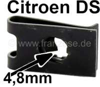 3 sheet metal nut (4,8mm), for the securement of the car front. Suitable for Citroen DS. Dimension: 20 x 12 x 2,6mm. Or. No. ZC9615745U | 37238 | Der Franzose - www.franzose.de