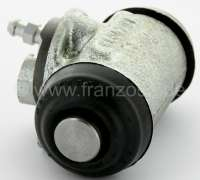 Wheel brake cylinder rear (on the left + on the right fitting). Per piece. Suitable for Citroen HY, starting from year of construction 12/1967. Citroen 15CV, with hydraulic suspension! Piston diameter: 28,6mm. Brake line connector: M9. Mounting board bore: 36mm. Length over everything: 70mm. Or. No. HY453-05B. Made in France -1 - 44082 - Der Franzose