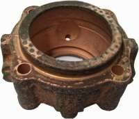 P 404/504, neck journal bearing flange (outlet cardan shaft at the gearbox). Suitable for Peugeot 404 + 504. Or. No. 2608.10 -1 - 73051 - Der Franzose