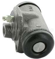 P 203/Simca, wheel brake cylinder in front. Piston diameter: 28,57mm (1 1/8 inch). Suitable for Peugeot 203 + Simca Aronde. Brake line connector: 7/16x20 UNF. Mounting board bore: 36 mm. Length over everything: 67 mm. Or. No. 4401.07. Made in Spain. -1 - 72147 - Der Franzose