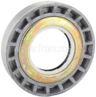 Differential bearing adjusting nut, with shaft seal. Suitable for Renault R4, R5, R6, R12, R16 TX (5 gear gearbox). Outside diameter: 74,8mm. Inside diameter: 35,0mm. Overall height: 16,0mm. Or. No. 7700634643 - 80155 - Der Franzose